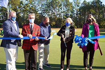 Dr. Fore Cuts Ribbon